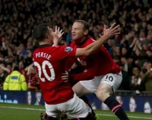 Van Persie: Mi ez a felhajtás Rooney körül?