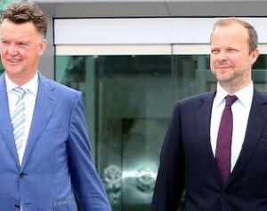 HIVATALOS:  Van Gaal hosszabbított
