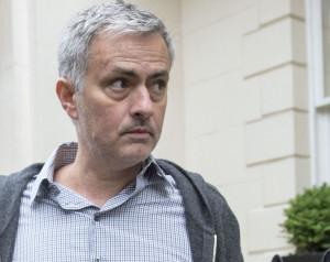 Mourinho péntekig aláír