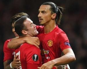 Zlatan üzent Rooney kritikusainak
