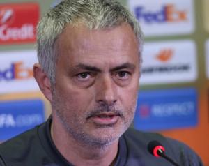 Mourinho tanácstalan csapata összeállítását illetõen