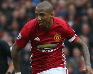 Young csupán a Unitedra koncentrál