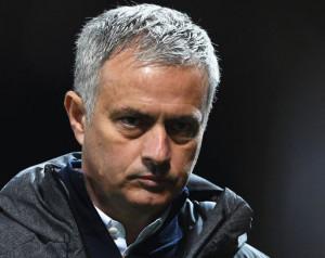 Mourinho óvatos védõpárosát kritizálja