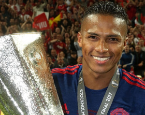 Hivatalos: Valencia szerzõdést hosszabbított