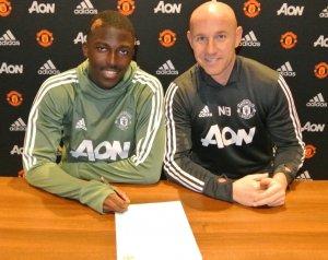 Traore profi szerződést írt alá