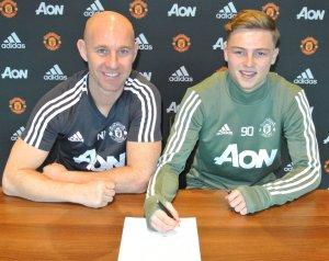Tanner és Dunne is profi szerződést írt alá