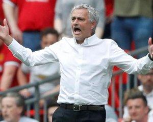 Mourinho a jelenlegi keretéhez is fordulhat a nyáron