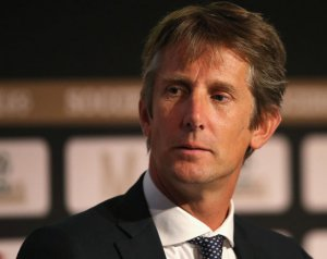 Van der Sar nem lesz sportigazgató Manchesterben