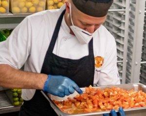 Ingyenes élelmiszer ellátással támogatja a klub az NHS személyzetét