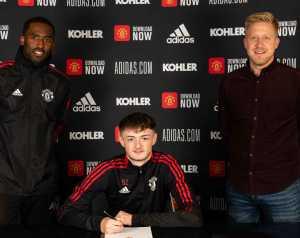 A United három fiatal játékosával is hosszabbított